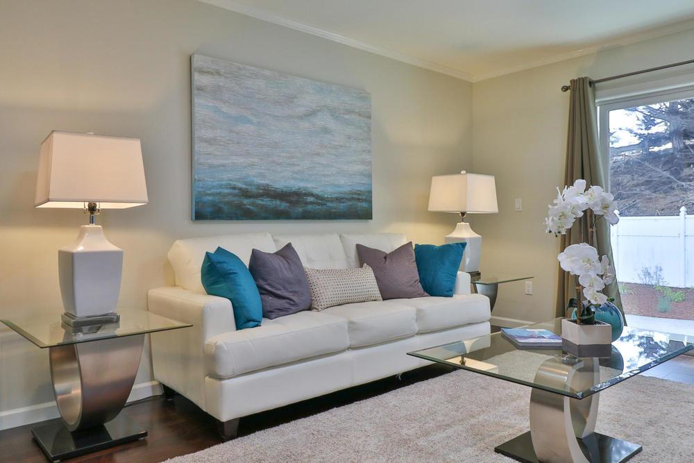 40 Escanyo Dr South San-large-004-25-Living Room-1500x1000-72dpi.jpg