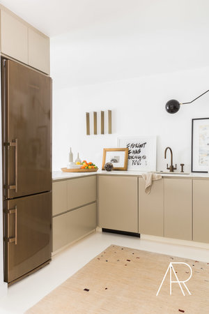 CAlyssaRosenheck2017 Alyssa Rosenheck With Architectural Digest And James Saavedra Austin Home Modern White Floors
