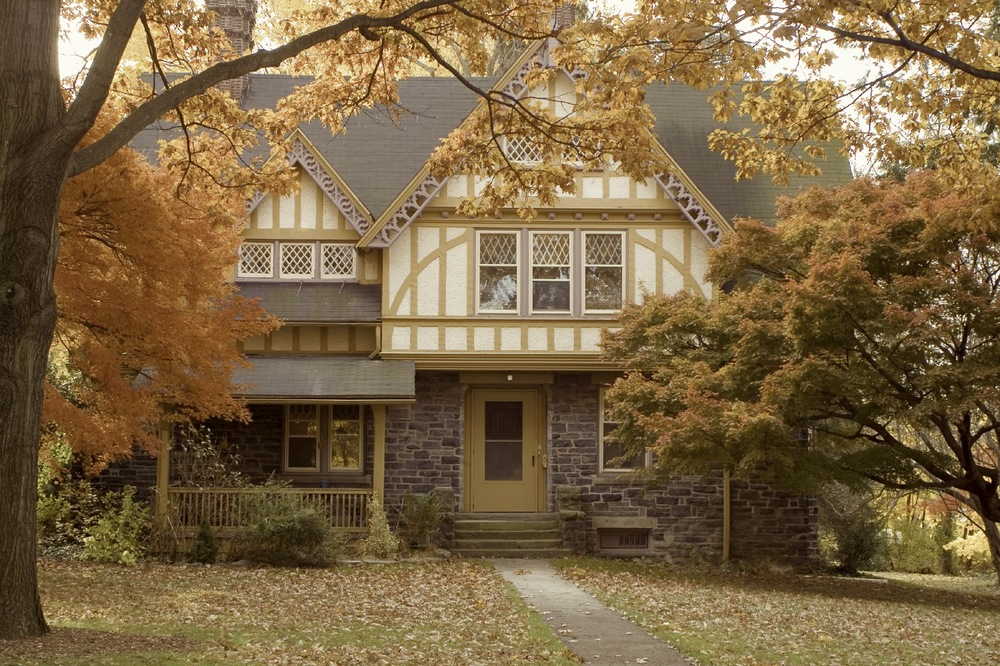 Suburban_house_autumn12.jpg