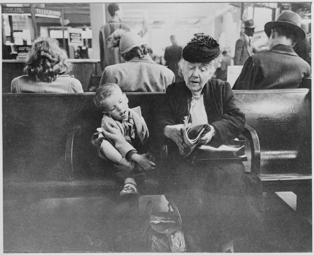 Grandmother_amusing_her_young_companion_in_the_waiting_room_of_the_Greyhound_Bus_Station,_New_York_City,_07-1947_-_NARA_-_541942.jpg