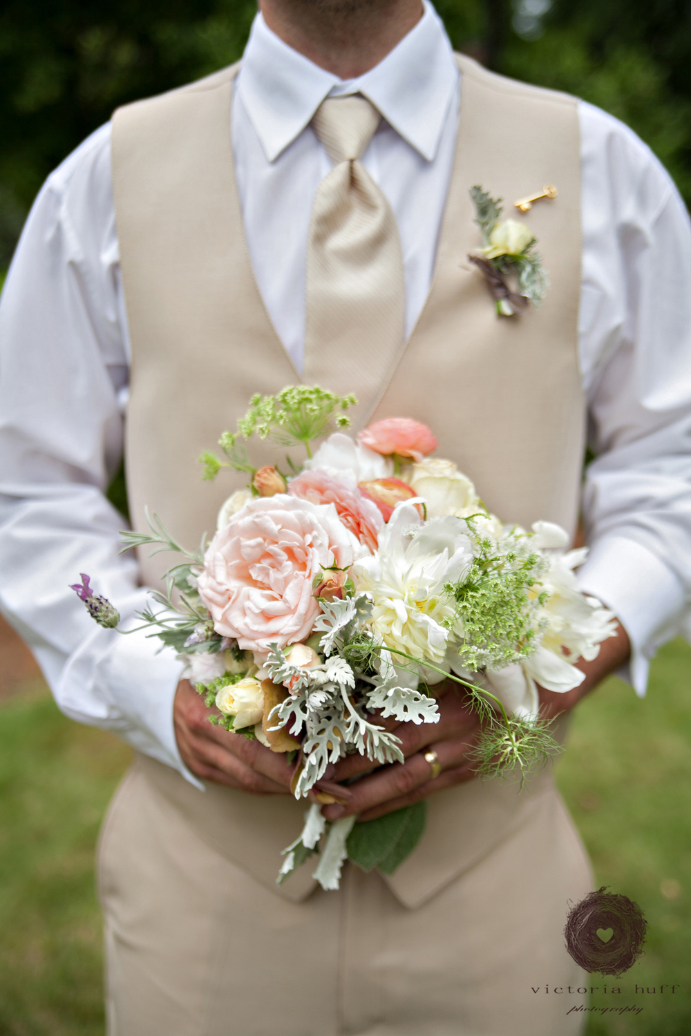 Wedding-Photography-Holly-Eisele-Clint-Allen-Athens-Georgia-Vintage-Wedding-groom-flowers-709.jpg