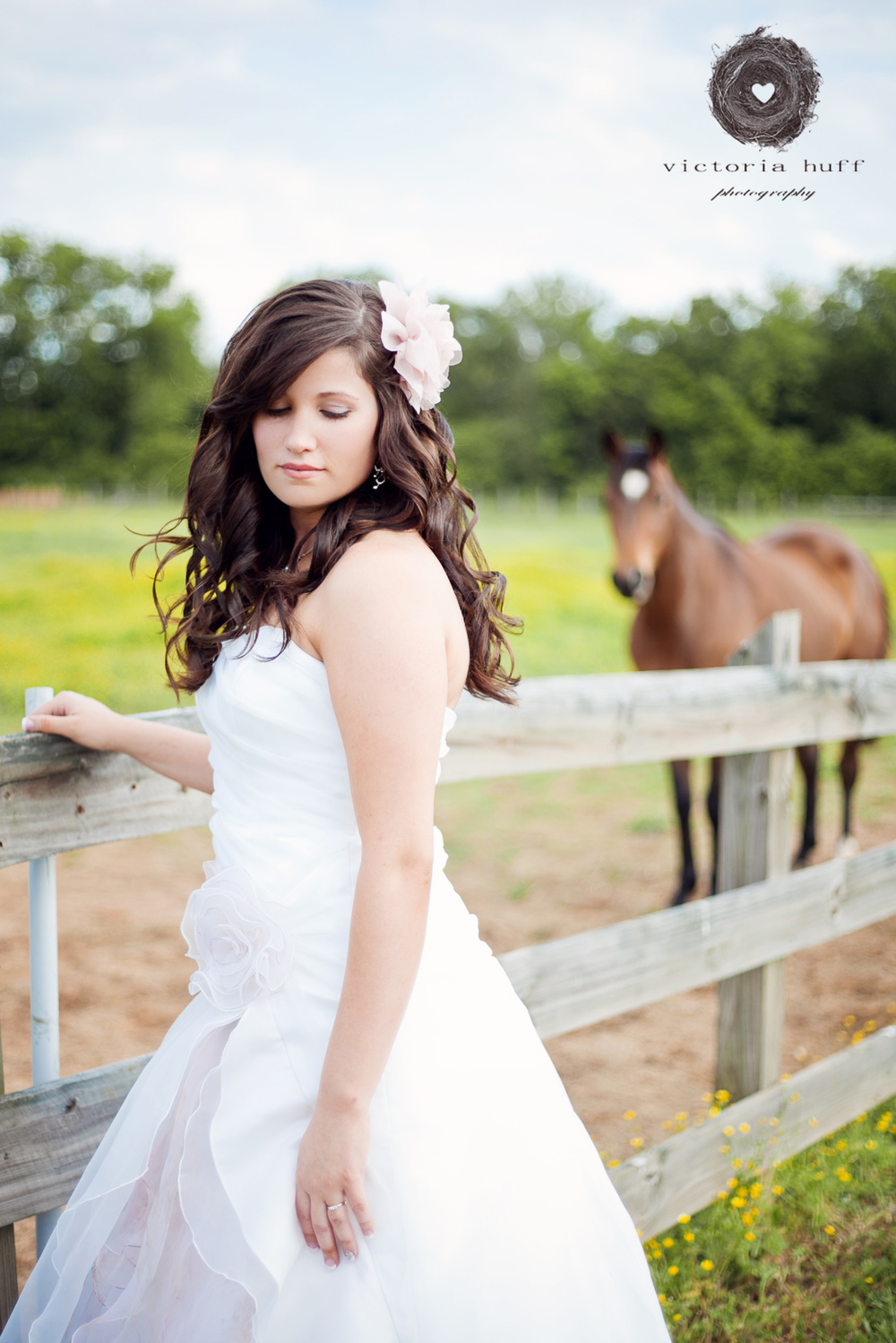 Wedding-Photography-Joshua-King-Natalie-Faith-outdoor-spring-barn-Wedding-bride-horse-Manchester-Tennessee.jpg