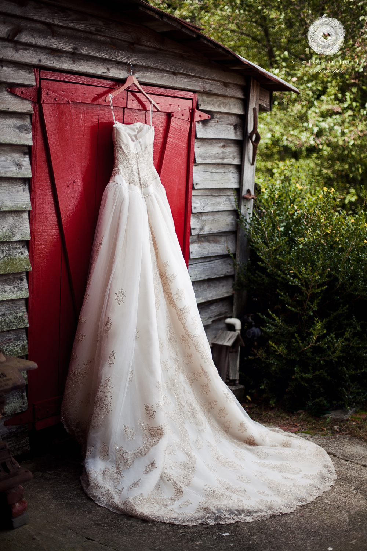 Wedding-Photography-Nicole-Tomo-Shawn-Taddia-Buford-Georgia-Wedding-dress-Vintage.jpg