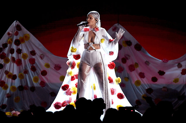 SRae Productions recently collaborated with Halsey and her team on some unique creative direction for her Billboard Music Awards performance. Click  HERE  for a video.