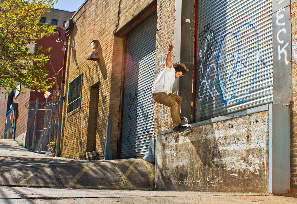 Isaac Jaquez. Frontside Smith, Bronx    Photo: Darnell Scott