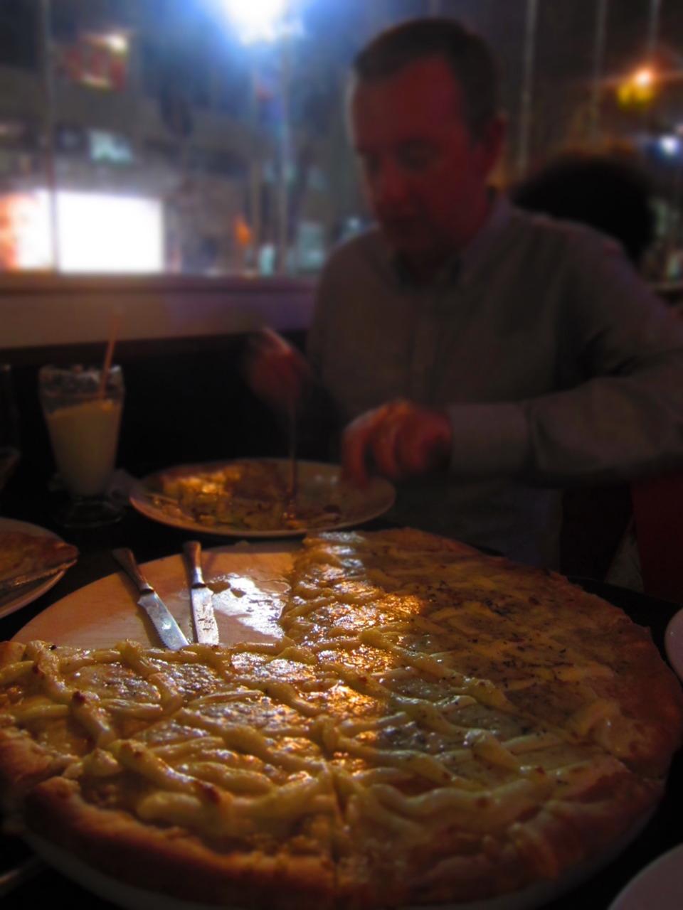 Stephen v. four-cheese pizza. Rio de Janeiro, BR