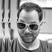 Johan Legrand   Johan Legrand est né le 22/02/1978, à Ris-Orangis dans l'Essonne, en France métropolitaine.  Il a choisi de vivre en Nouvelle-Calédonie depuis 2005 en ressentant l'immensité du Pacifique.  Depuis son plus jeune âge, la lumière le passionne. Il est habité par la composition et ses règles comme le nombre d'or... L'architecture lui permet de dessiner la lumière et la photo de capturer l'instant décisif.  Pour son langage l'informatique est un outil central .  Son obsession du moment ? Les LED pixel qui sculptent l'espace, rendant ce médium interactif et génératif d'émotions.
