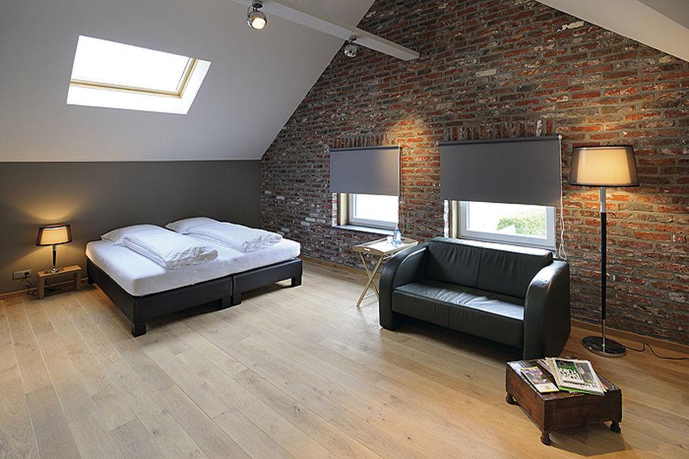 světla modrní v bytě.jpg