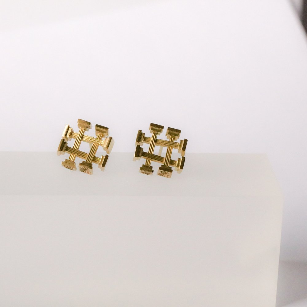 Ruin Earrings in 18ct yellow gold