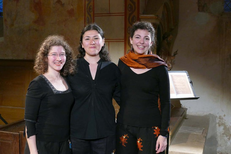 Photo: Pierre Sternberger  .       After the concert at the beautiful Romanesque church of Asnières-sur-Vègre. L'Entracte.