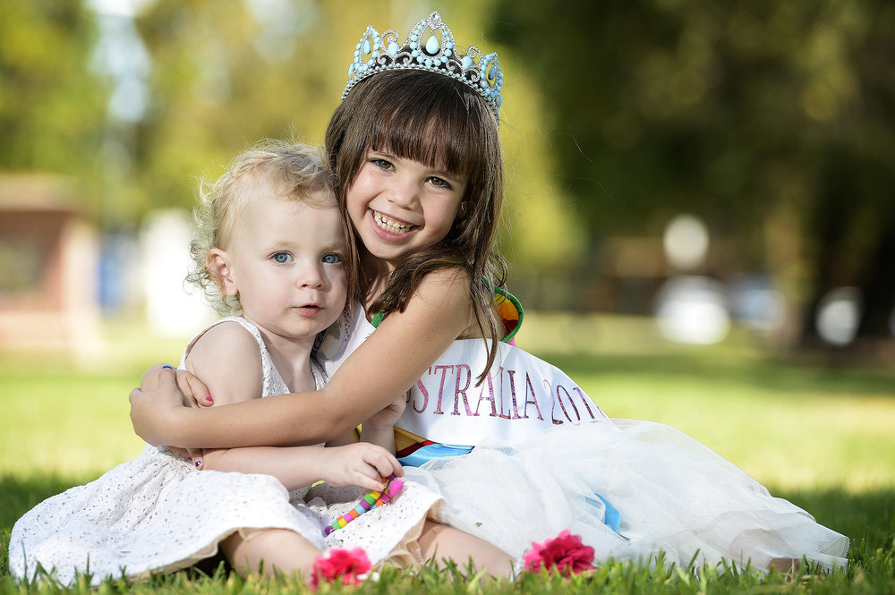 CHP_Export_131386010_HeartKids SA child Jacinta Molloy 2 1mths with %27 Face of the Globe%27 contestant.jpg