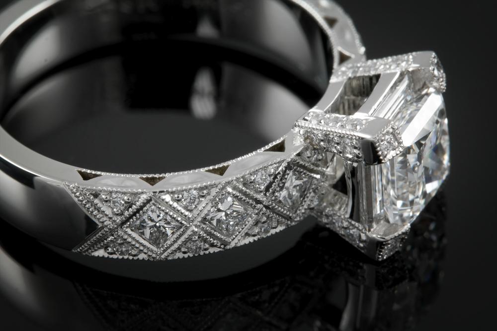 001-00884-001 - Custom Diamond Ring - Detail.jpg