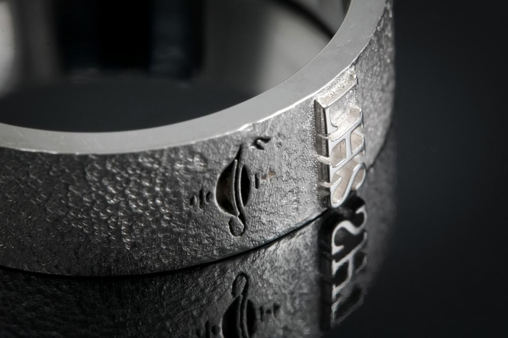 001-00734-001 - Custom Class Ring - Detail 2.jpg