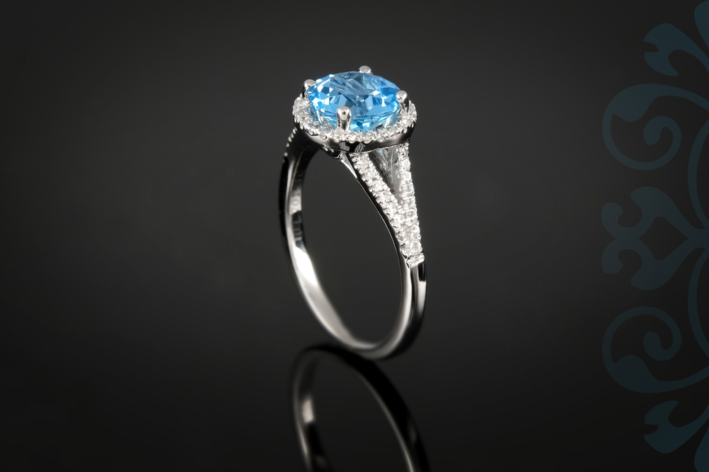 001-01085-001 - Custom Class Ring - Up.jpg