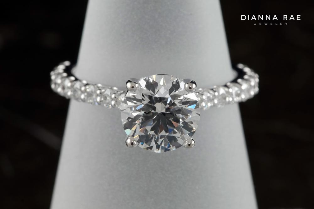 001-01908-001_Chris Nguyen_engagement ring_finger.jpg