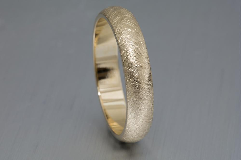001-02365-001_14k Gold Wedding Band_Up.jpg