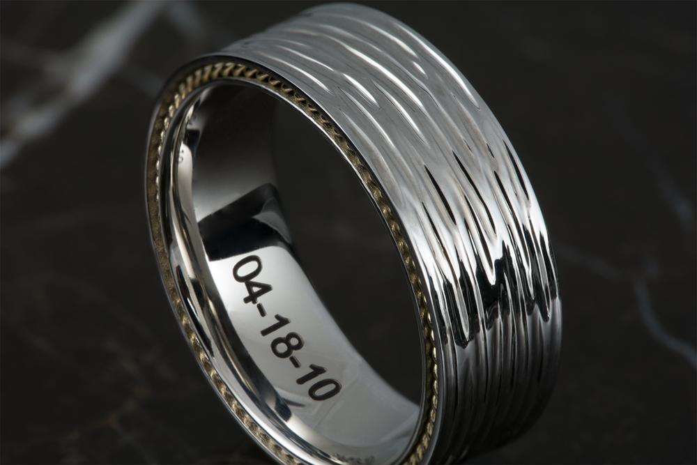 001-02233-002_Gold Wedding Band Bark Finish_Detail.jpg