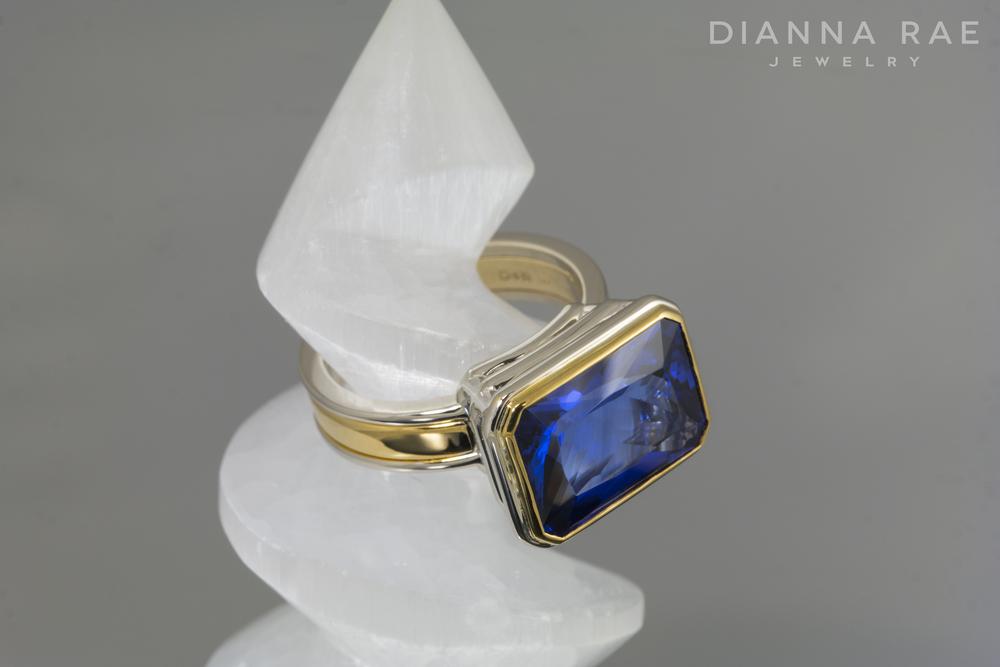 001-02576-001_Two Tone Tanzanite Fashion Ring_Spiral.jpg