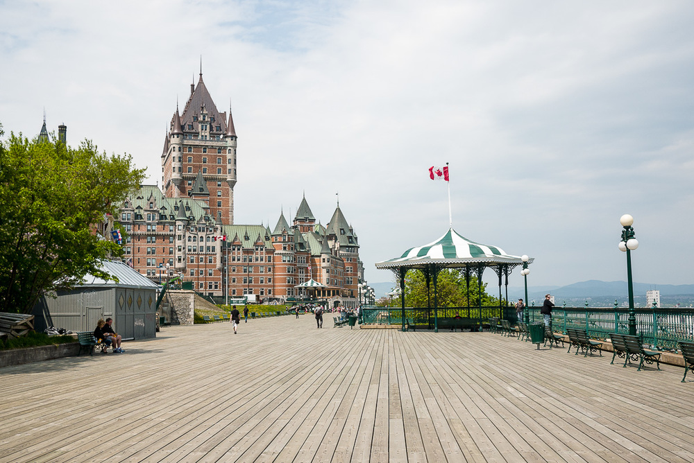 Horizon on the lower line, Frontenac Castle on the left line, Gazebo with the flag on the right line.