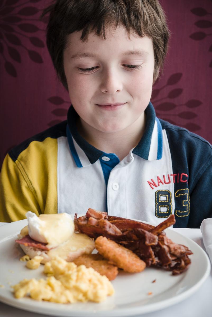 Mon digne fils qui raffole des déjeuner autant que son père