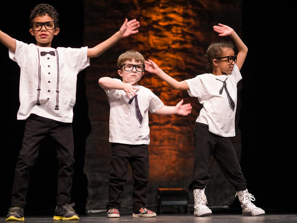 Étienne à son premier spectacle de danse :)