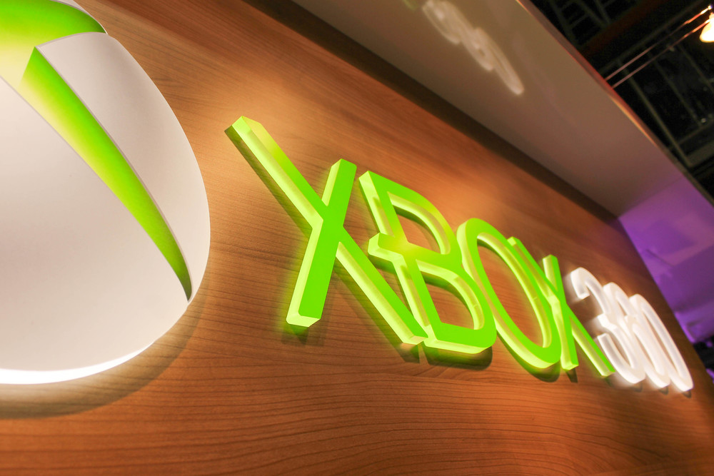 Branding of Xbox 360 dimensional logo with backlit LED