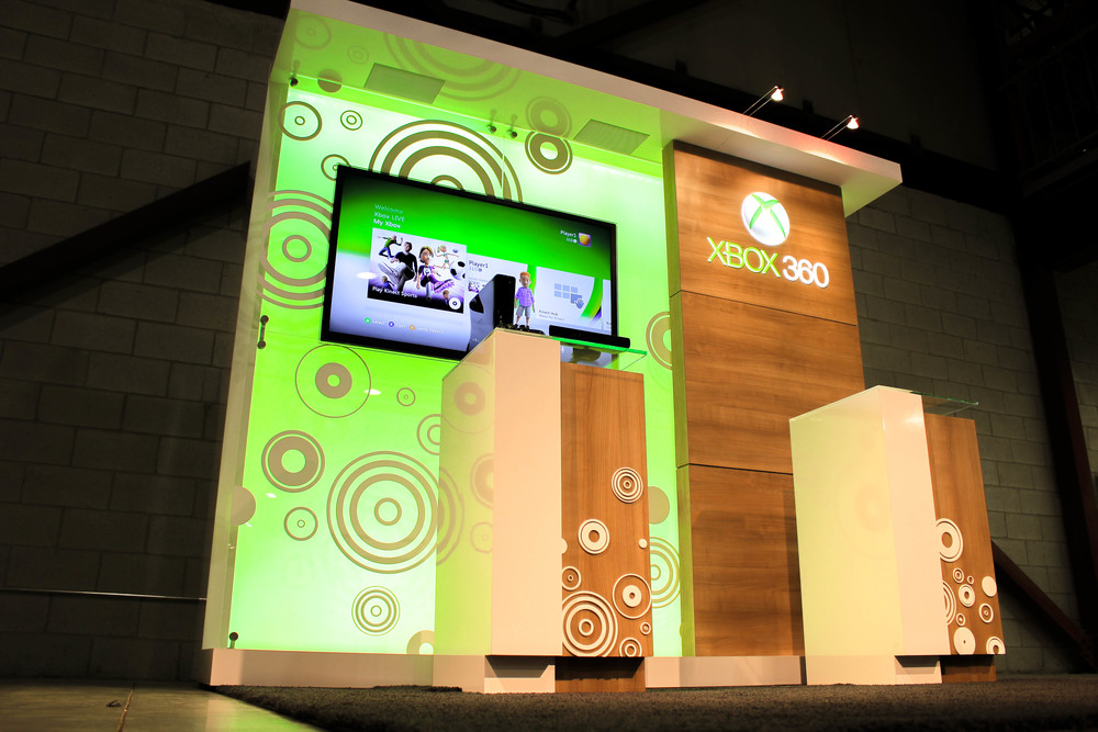 Microsoft's 10' x 10' spa booth that incorporates custom millwork pedestals, dimensional logos, AV & LED lighting