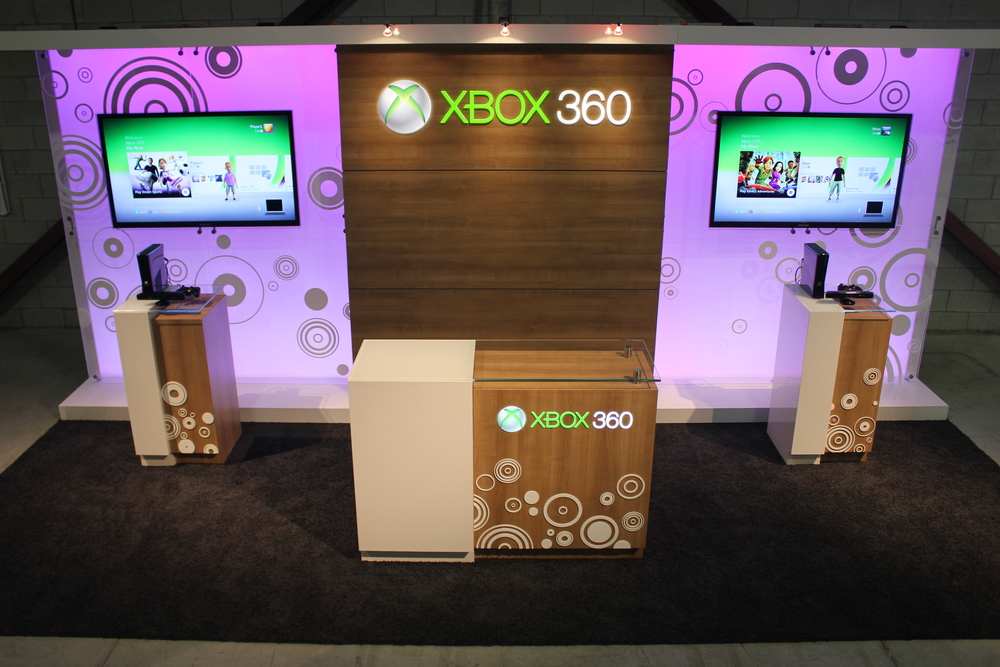 Microsoft's 10' x 20' spa booth that incorporates custom millwork pedestals, dimensional logos, AV & LED lighting