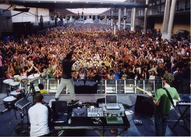 crowd main 640.jpg