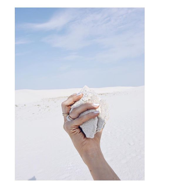 🐚 . . what's strange about white sands is that it isn't even sand - it's powdered selenite— or gypsum — which is water soluble, so it soaks up and eventually dissolves in water.  so even in scorching high heat, the ground feels cool and damp, making for the wildest cognitive dissonance as you walk through its desert. Instead of washing away into natural streams or rivers, it's been trapped for millions of years in the tularosa basin. aside from that, white sands park is also where the manhattan project tested the atomic blast 👎🏼