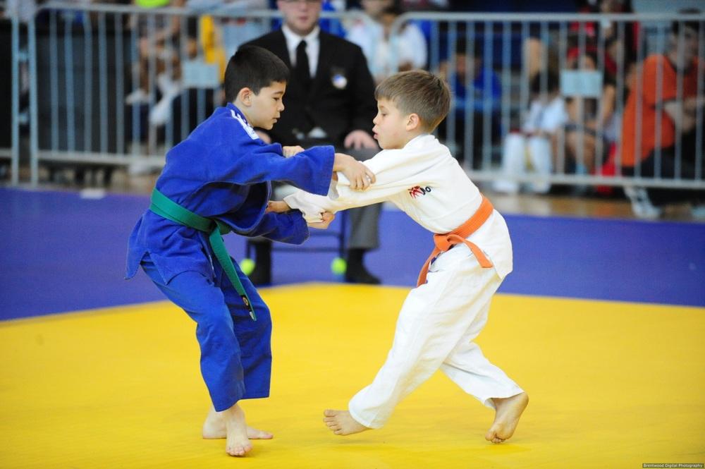 Kids competing.JPG