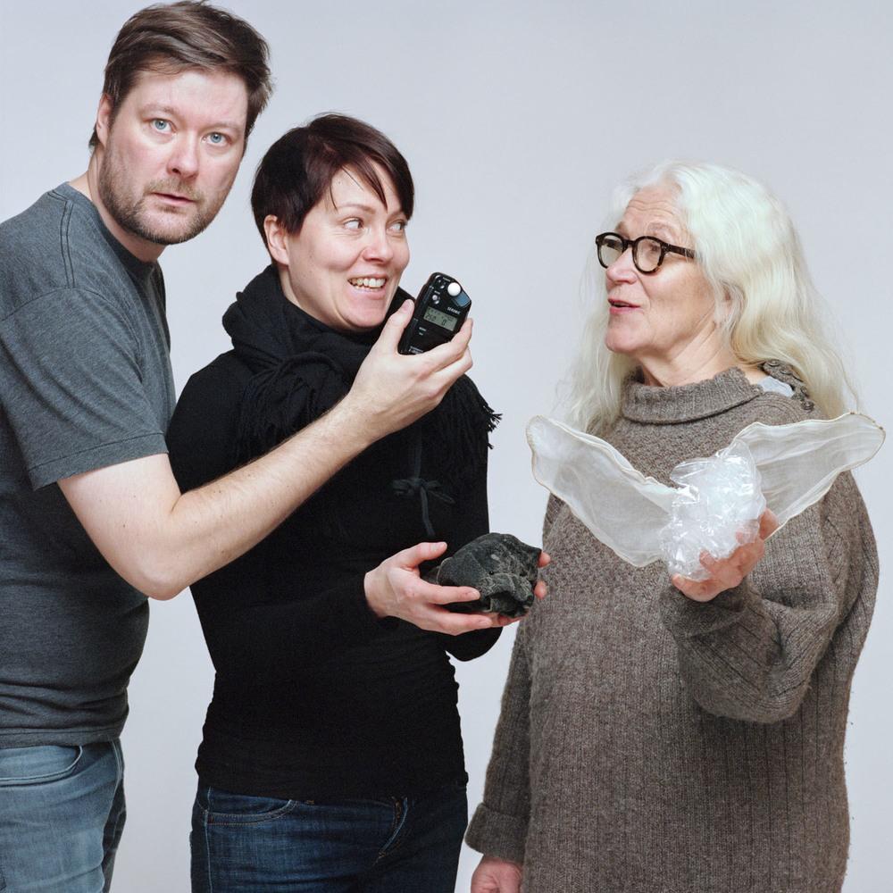 Valokuvaaja Heidin ja Pirjon kanssa/The photographer with Heidi and Pirjo.