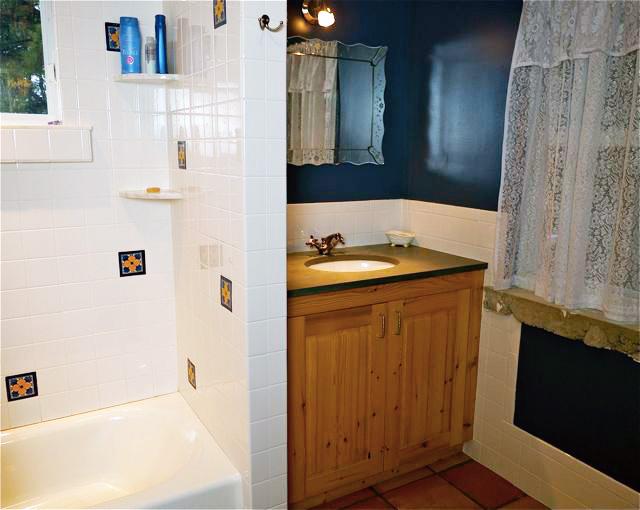 11_1-bathroom.jpg