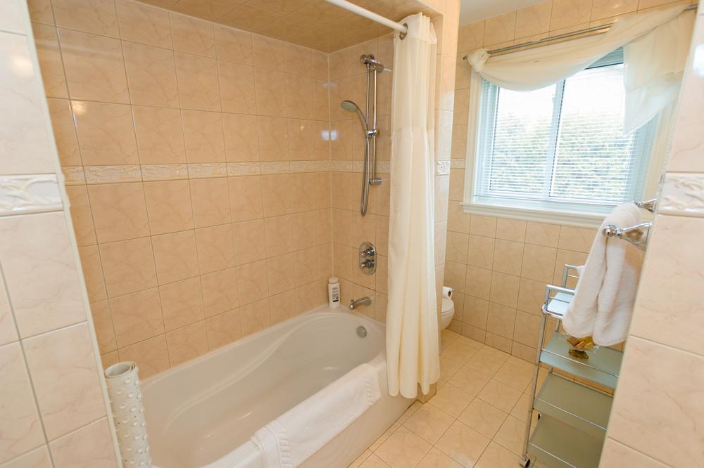 41-Normandale-Road-122 Upper Bathroom 2.jpg