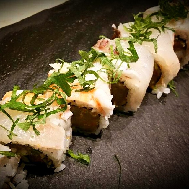 "Come check out the ""High Roller"" by sushi chef Tom: Spicy scallop, cucumber, scallion, masago, topped with madai (fatty Japanese snapper), ebi, lemon and shiso  #threesspecials #threesbarandgrill #sushiporn #live #love #surf"