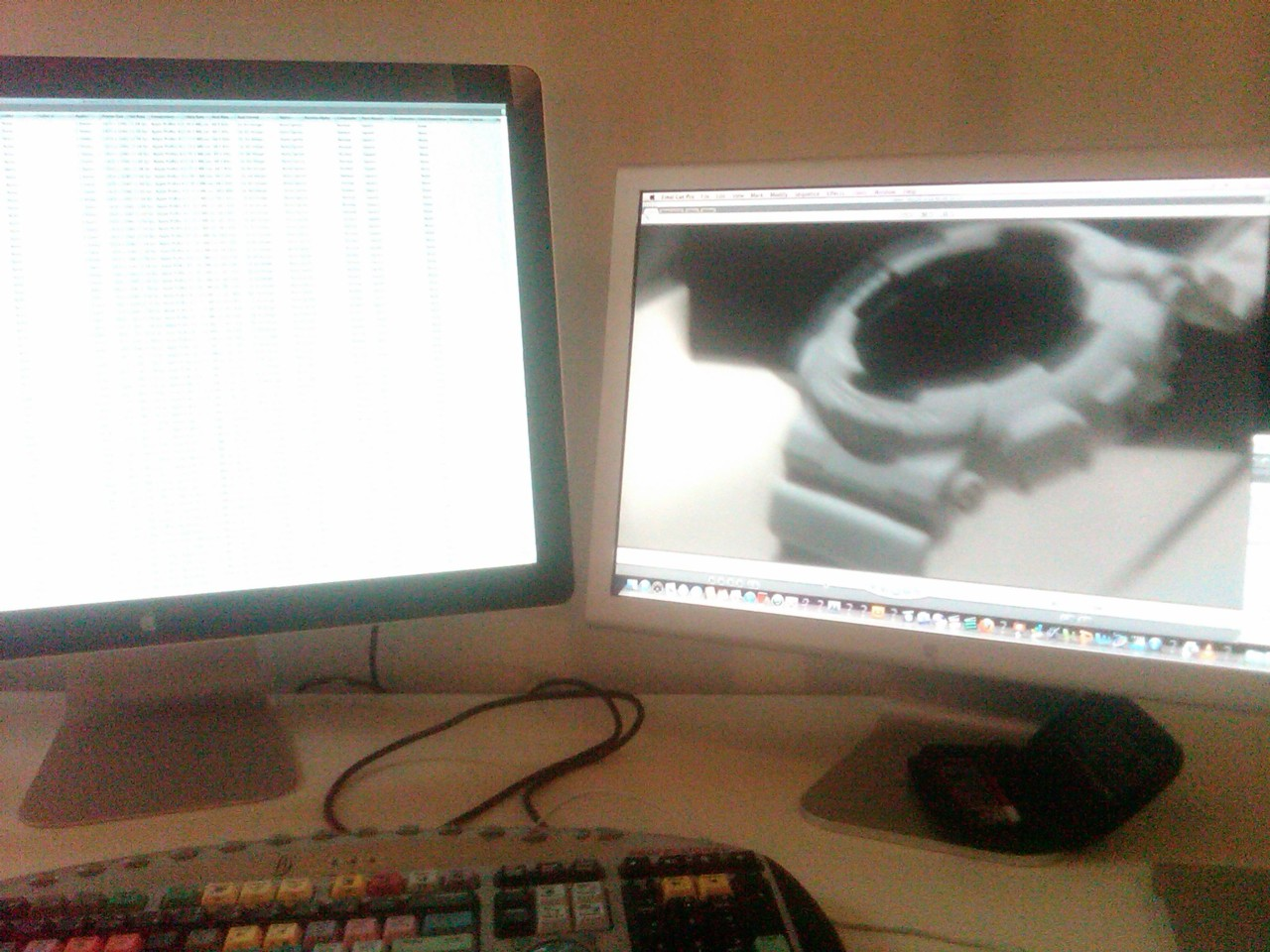 Desk of the Day: GDF-100 x Dual Screen Word to NS.