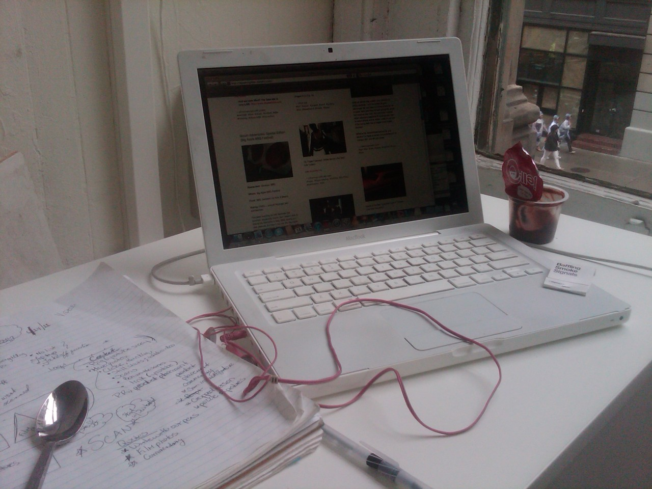 Desk of the Day: Cold Pudding x Rachett Earphones.