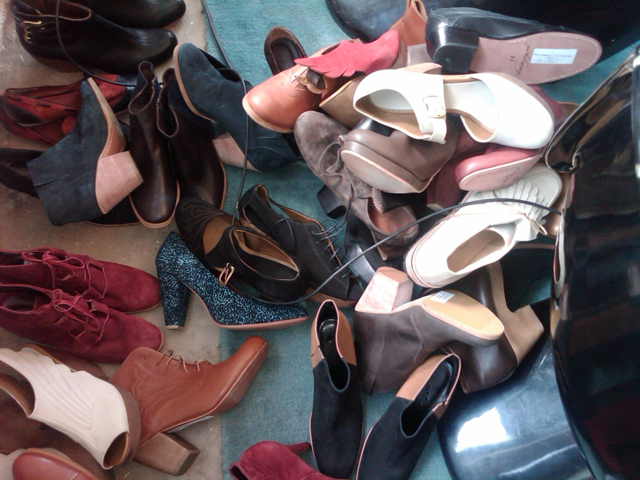 Desk of the Day: ShoeTorious.