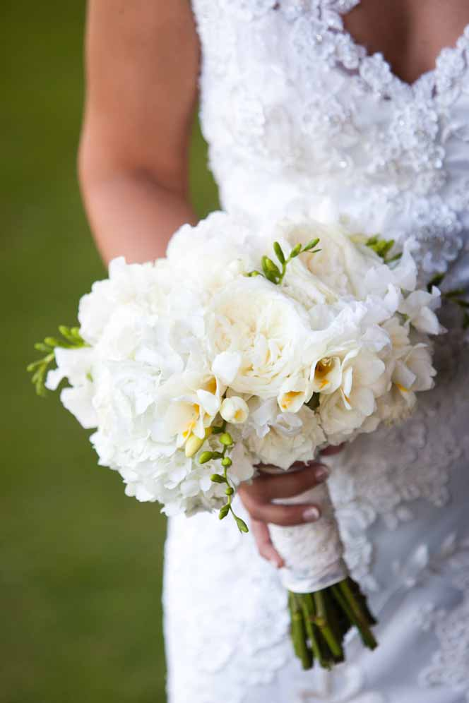 lush white bridal bouquet / floral design by passion roots / photography by sarah deshaw