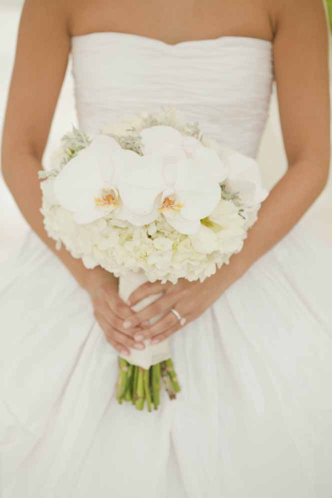 fresh white bouquet by Passion Roots | Fisheye Studio Photography | Oahu, Hawaii
