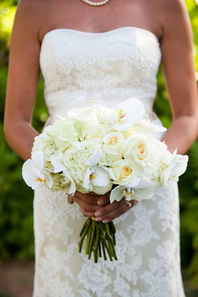 white bouquet florals by Passion Roots | Oahu, Hawaii