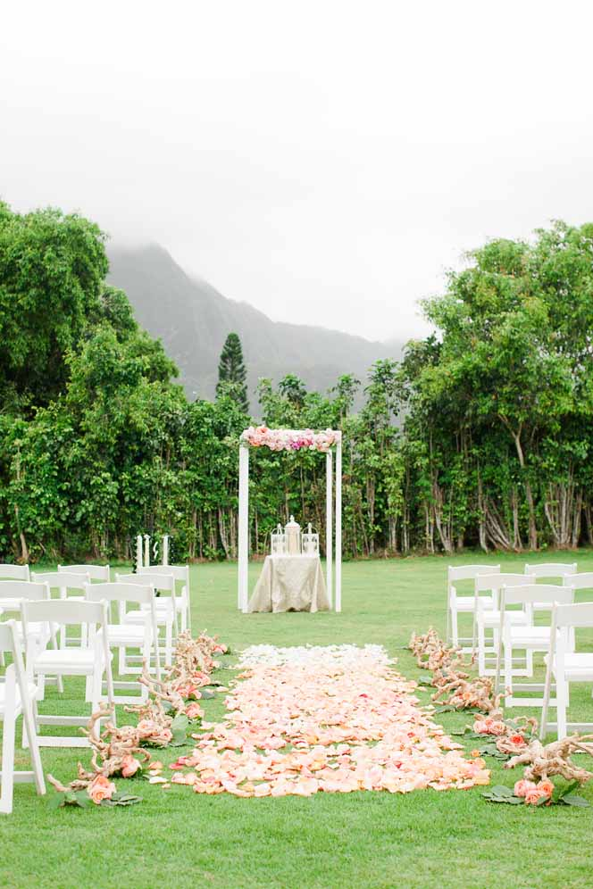 ceremony florals by Passion Roots | Ashley Goodwin Photography | Oahu, Hawaii