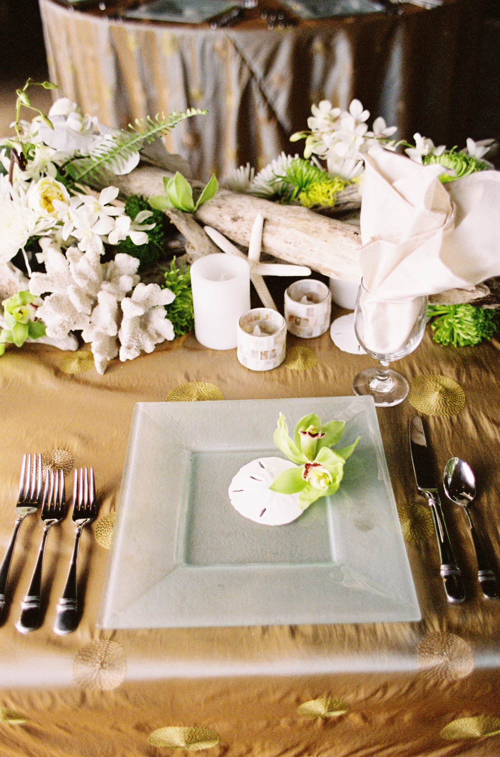 Centerpiece florals by Passion Roots | Oahu, Hawaii