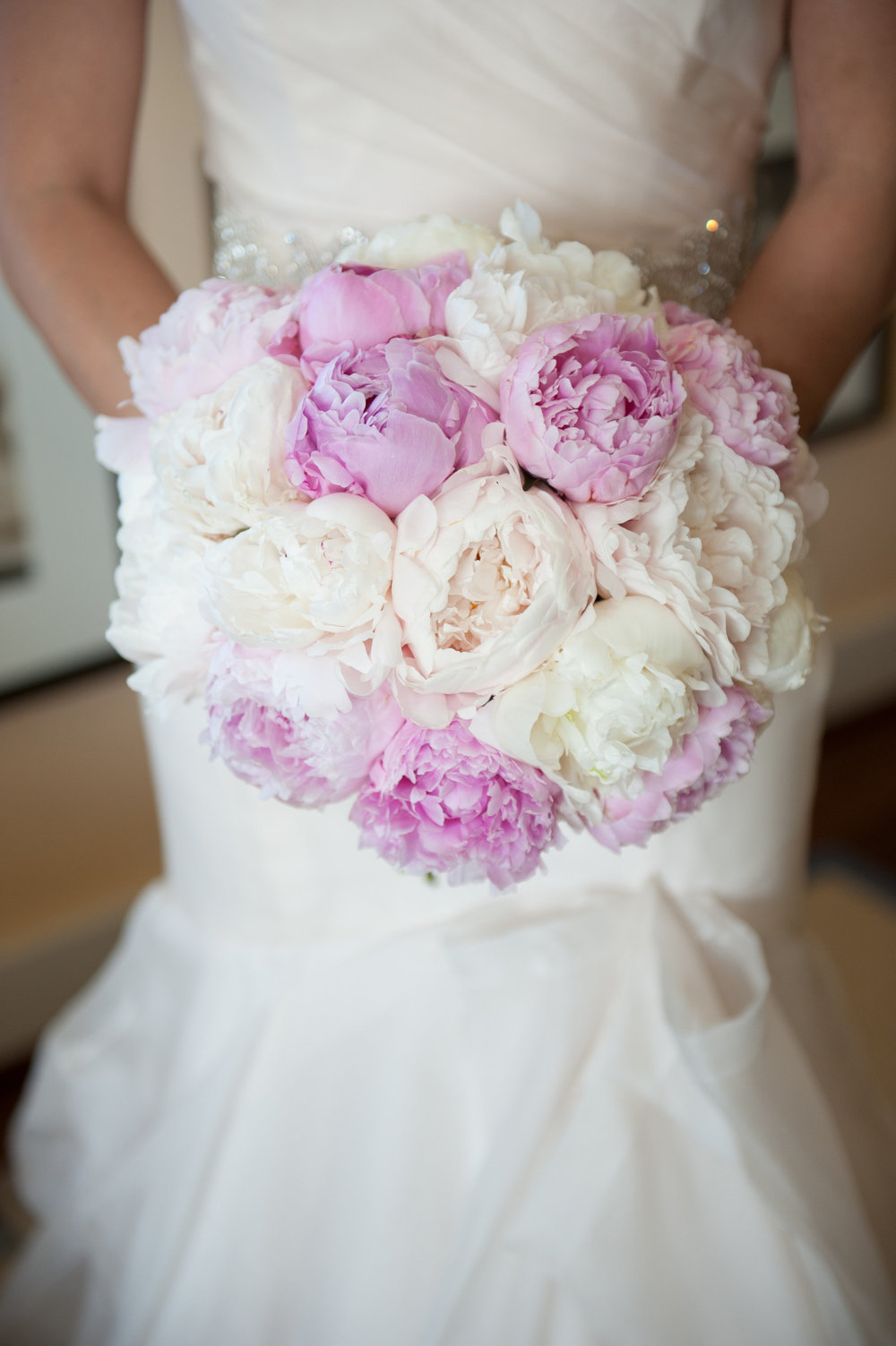 pink and white lush bridal bouquet by Passion Roots | Rachel Robertson photography | Oahu, Hawaii