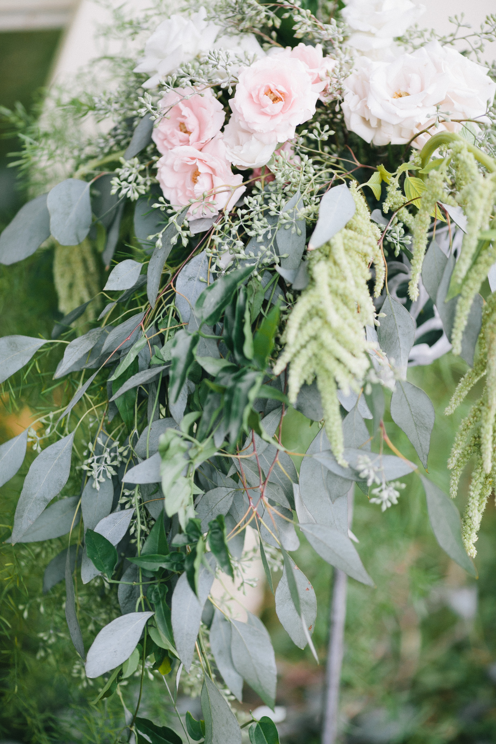 peach and foliage ceremony decor by Passion Roots | Pink Photography | Oahu, Hawaii