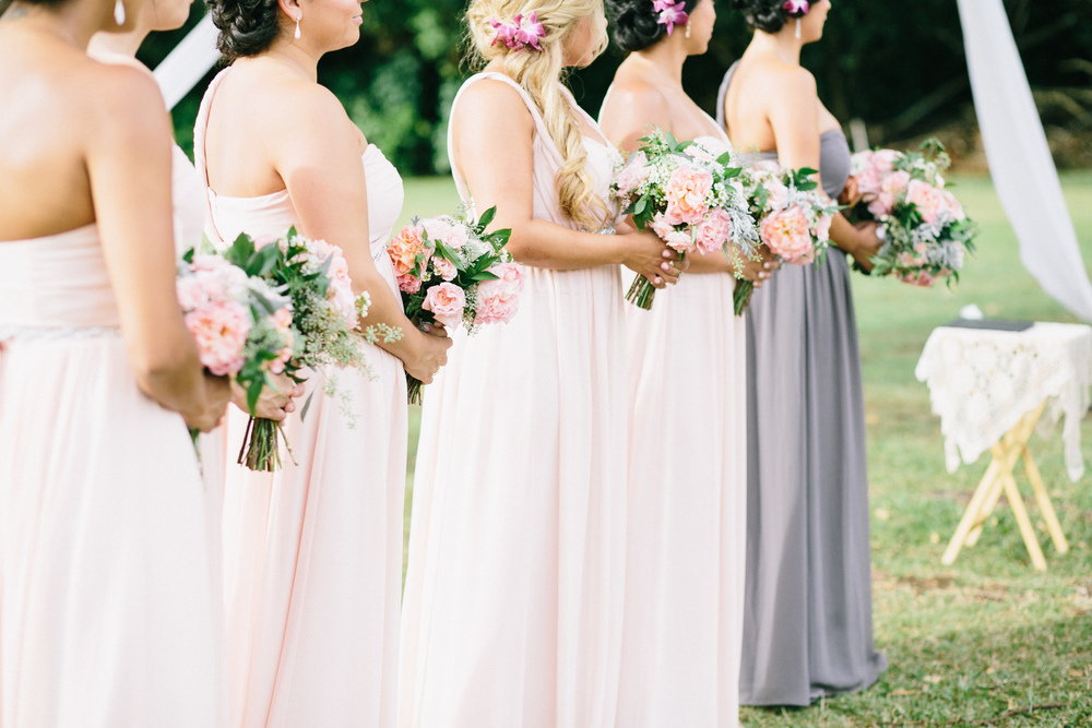peach and foliage bouquets by Passion Roots | Pinky Photography | Oahu, Hawaii