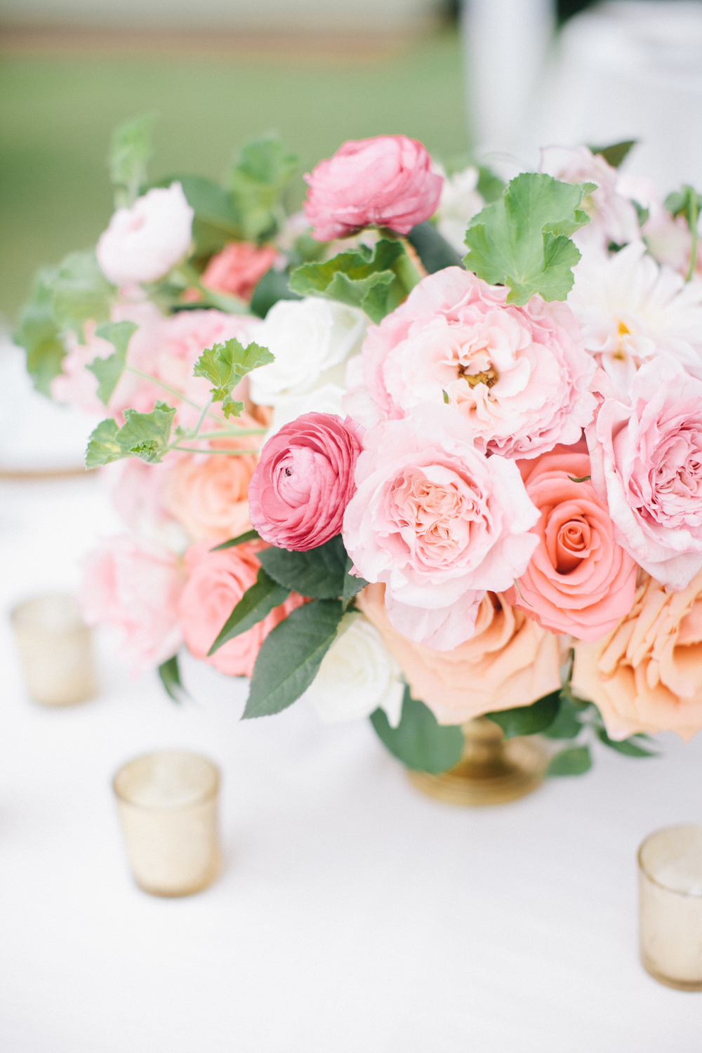 peach and coral centerpiece by Passion Roots | Pinky Photography | Oahu, Hawaii