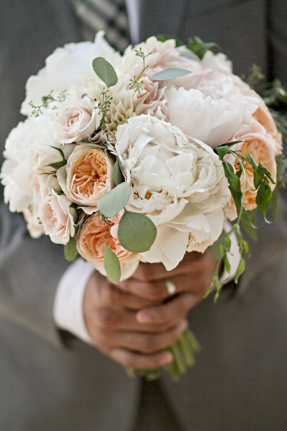 peach and cream bouquet by Passion Roots | Frank Amodo Photograhy | Oahu, Hawaii