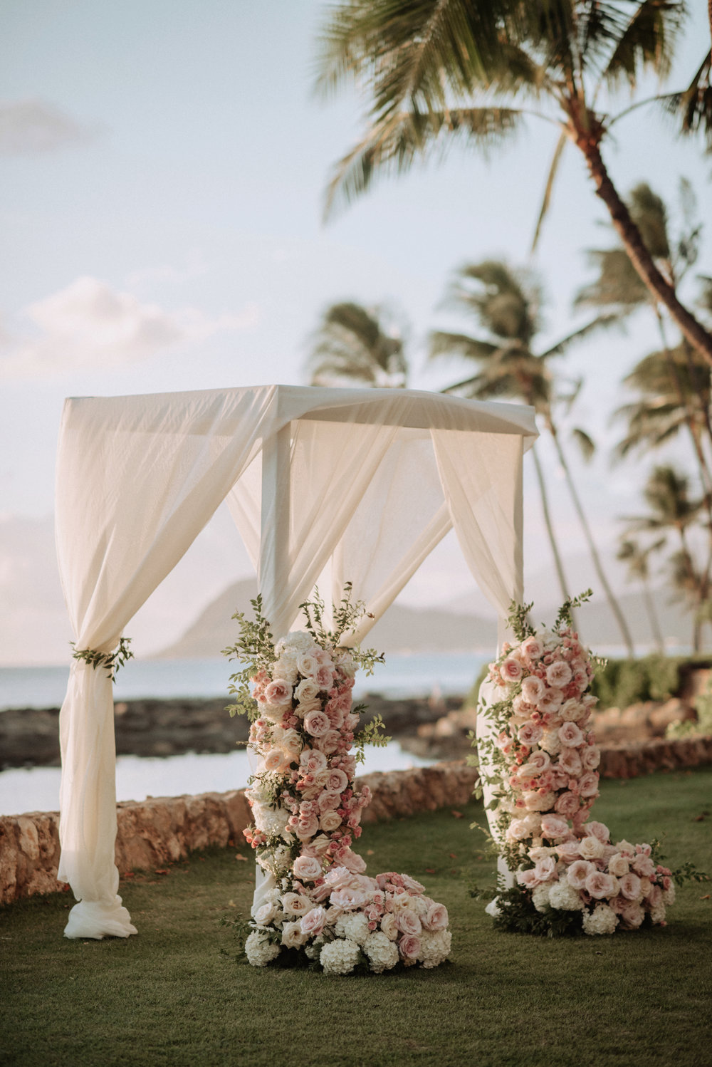 ceremony floral design by Passion Roots | June Cochran Photography | Oahu, Hawaii