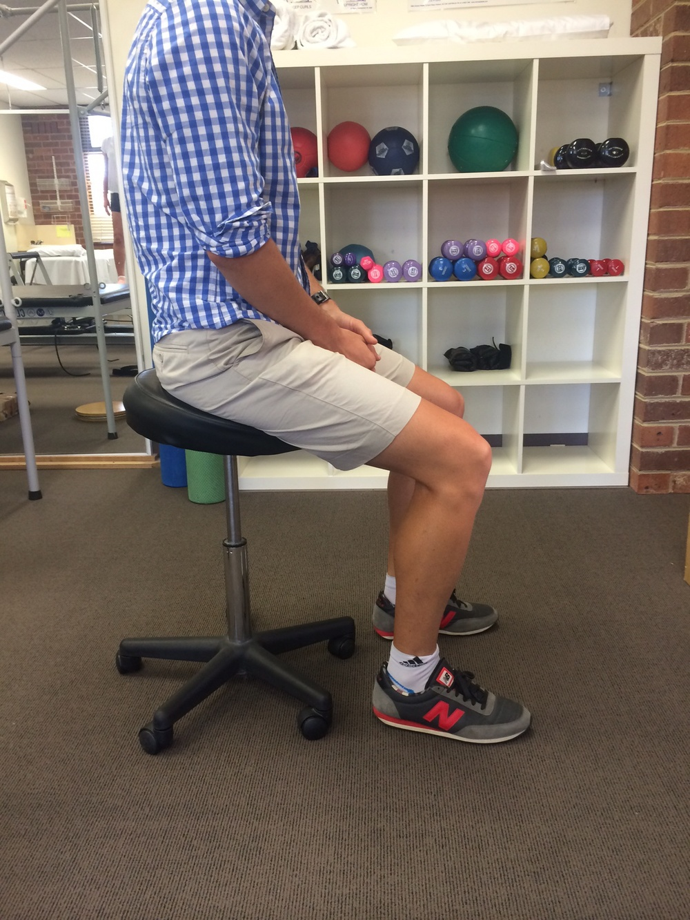hip tendon sitting posture